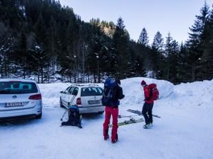 Autem jsme vyjeli až na parkoviště u Karalm (1004 m n. m.), poslední přípravy před výstupem...