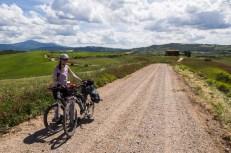 Val d´Orcia a příjemná šotolinová cesta