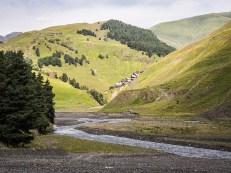 Vesnice Verkhovani a údolí Gometsara
