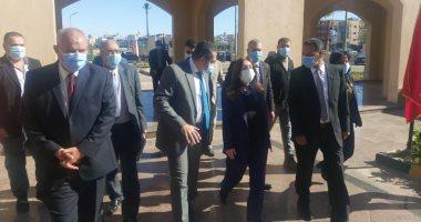 وزيرة الإعمار العراقية تتفقد مشروعات حدائق العاصمة بمدينة بدر في القاهرة