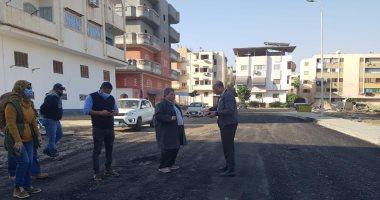 رئيس جهاز دمياط الجديدة يتابع أعمال رفع كفاءة الطرق بالحى الأول بالمدينة