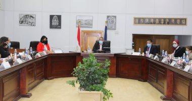 خالد العناني يناقش خطط تنشيط حركة السياحة الداخلية والخارجية