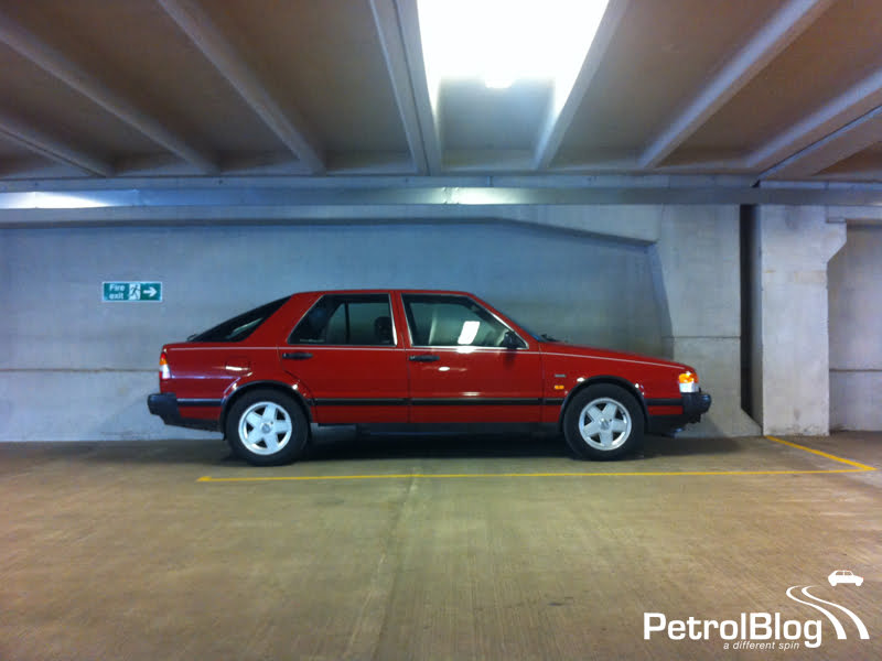 Saab 9000i in car park