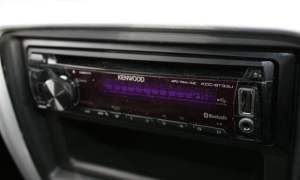Dacia Duster Access 1.6 4x4 aftermarket Kenwood stereo