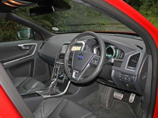 2014 Volvo XC60 R-Design interior
