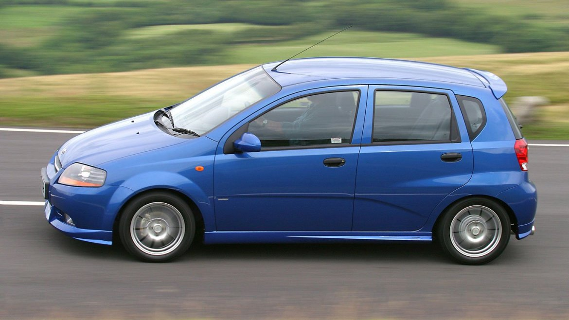 Daewoo Kalos Blue on the road