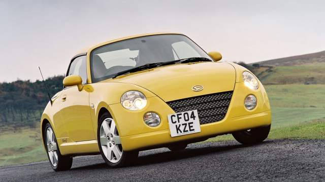 Daihatsu Copen off-centre number plate
