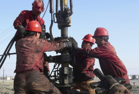 oil-field-workers