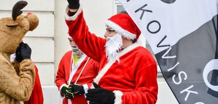Radosny bieg Mikołajów przemierzał ulicami Płocka