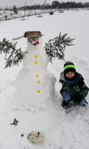 Zezowaty bałwan patelniogłowy wykonany przez Szymona Kuć, lat 9