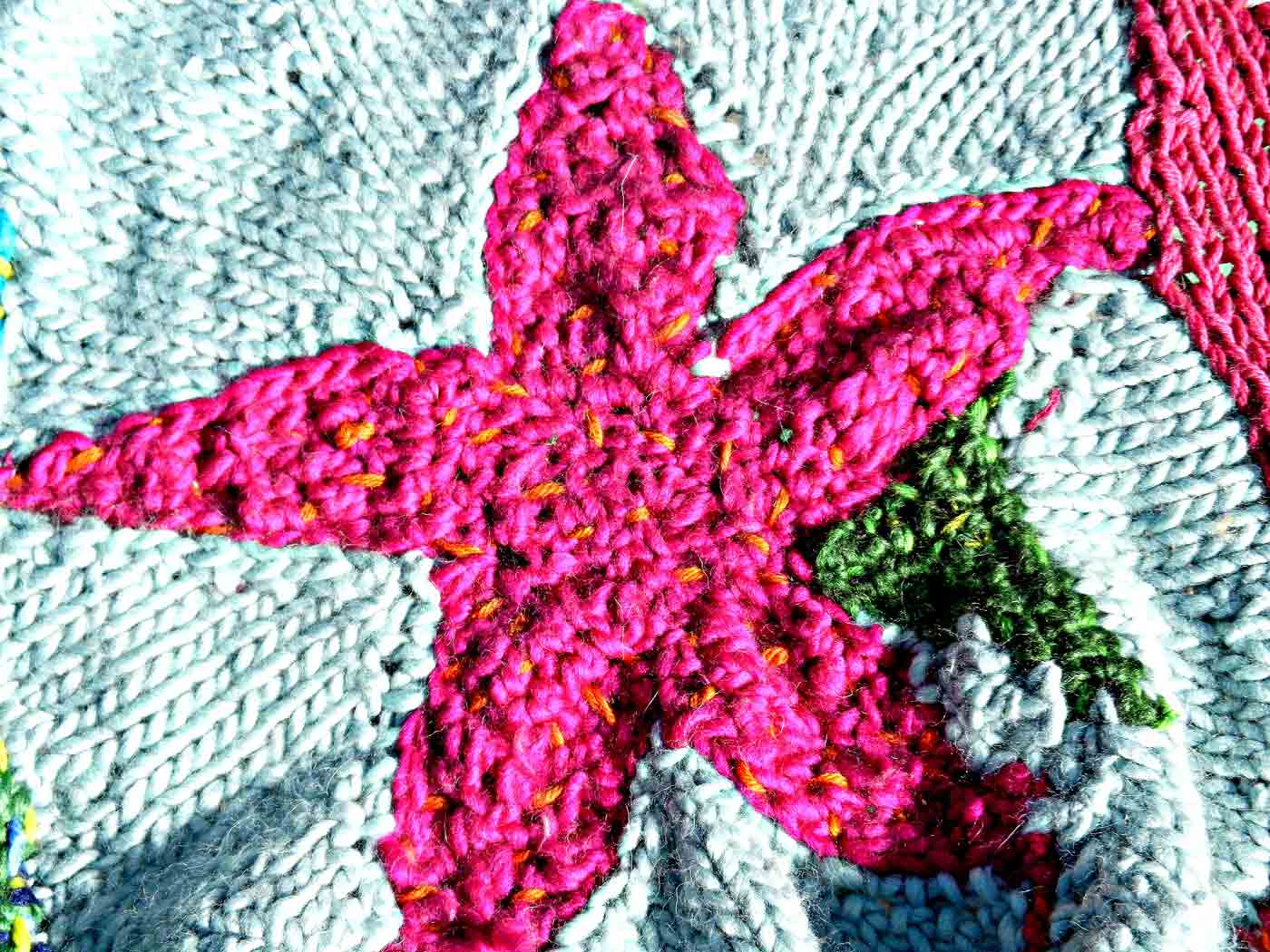 Hand-knit blankets with star