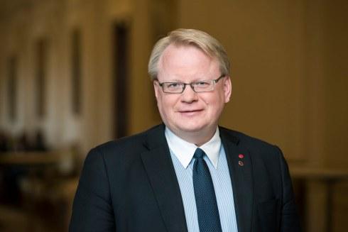 Försvarsminister Peter Hultqvist (S) har