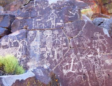 a-csc_photo02_petroglyph_canyon_anthropomorph_panel