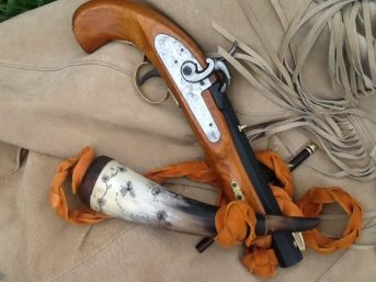 muzzleloading-pistol-and-powder-horn