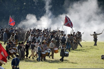 Confederate soldier re-enactors charge into battle during 150th anniversary of Battle of Gettysburg July 6, 2013 (courtesy E.J. Hersom, U.S. Department of Defense)