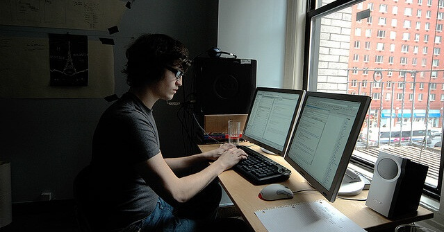 jangan duduk terlalu lama, jangan tengok monitor terlalu lama, jangan buat kerja depan computer lama, bekerja depan komputer, tip bekerja dengan komputer, potensi sakit jantung