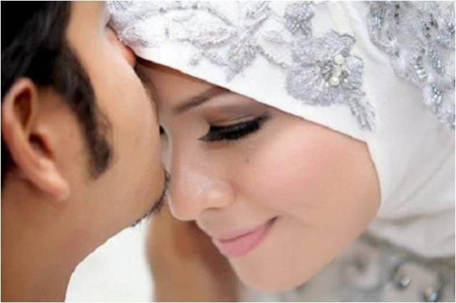 suami cium kening isteri, suami cium anak isteri, cium isteri sebelum pergi kerja, amalan suami isteri