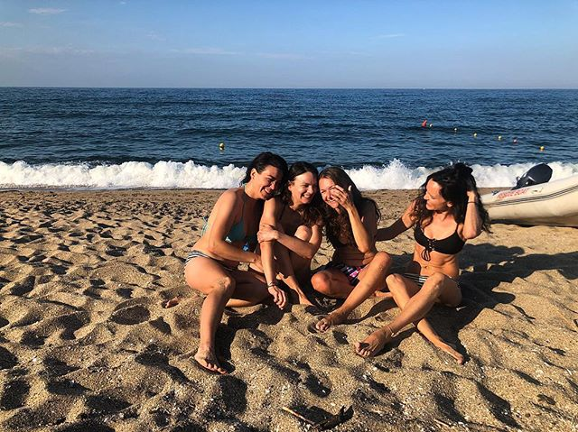 Veleka forever ❤️ Five years later, same girls, same beach, same shenanigans. Stay tuned for the signature shot ;) #stateofthehen2018 #Bulgaria #Sinemorec #girls