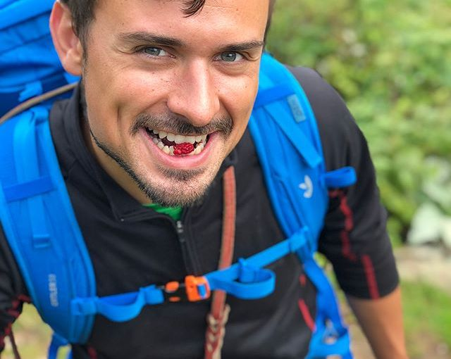 Treats 😍 This was THE gourmet mountain trip. Wild raspberry fields along the mountain paths. Blueberries EVERYWHERE. Rasberries, mushrooms, herbs, wild flowers… Nature overdose. Maxo's dimples were just the 🍒 on top. #hiking #Bulgaria #Balkanmountains #nomadstories #pucoftheday #mountains #fruit #beautifulpeople