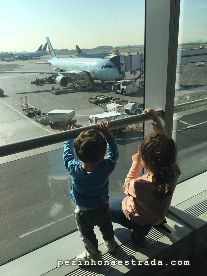 Aguardando o voo em Toronto