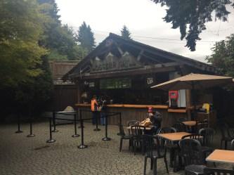 Um dos restaurantes do lugar