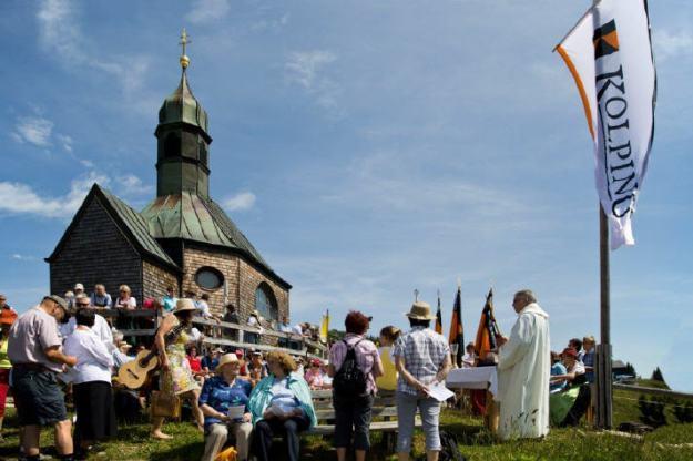 Bergmesse vor dem Wallbergkircherl
