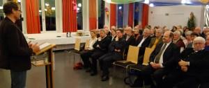 Matthias Drobinski referiert vor etwa 100 Besuchern über die Religionsfreiheit