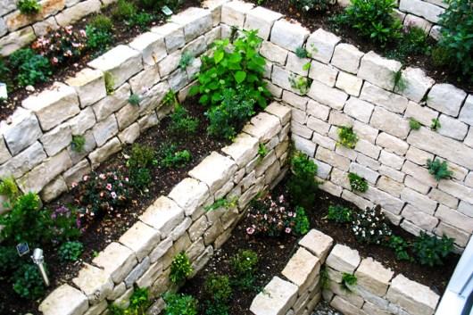 Jura Trockenmauer Böschungsabfangung