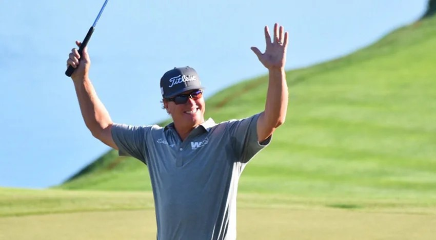 Charley Hoffman finished birdie-birdie-birdie at the Arnold Palmer Invitational. He's tied for the lead. (Keyur Khamar/PGA TOUR)