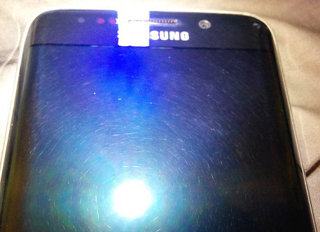 New Samsung Galaxy 6 Edge scratches on screen