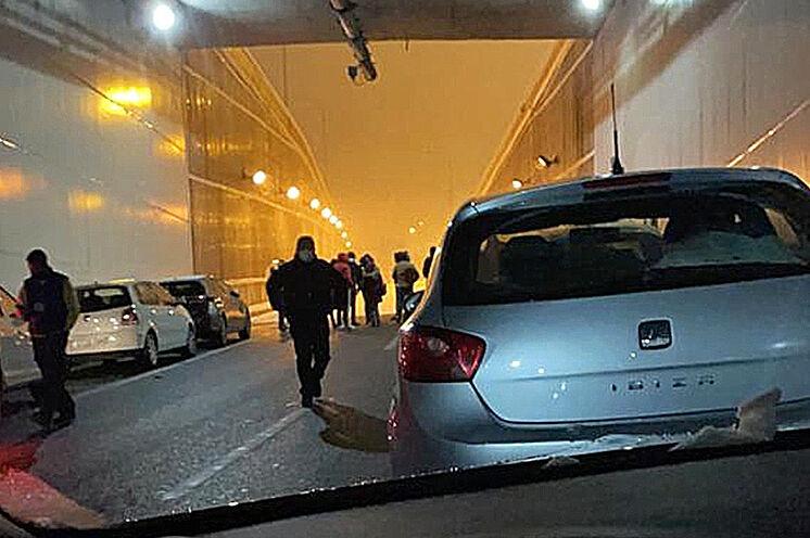 Conductores y coches atrapados en el túnel de la M-30 el pasado...