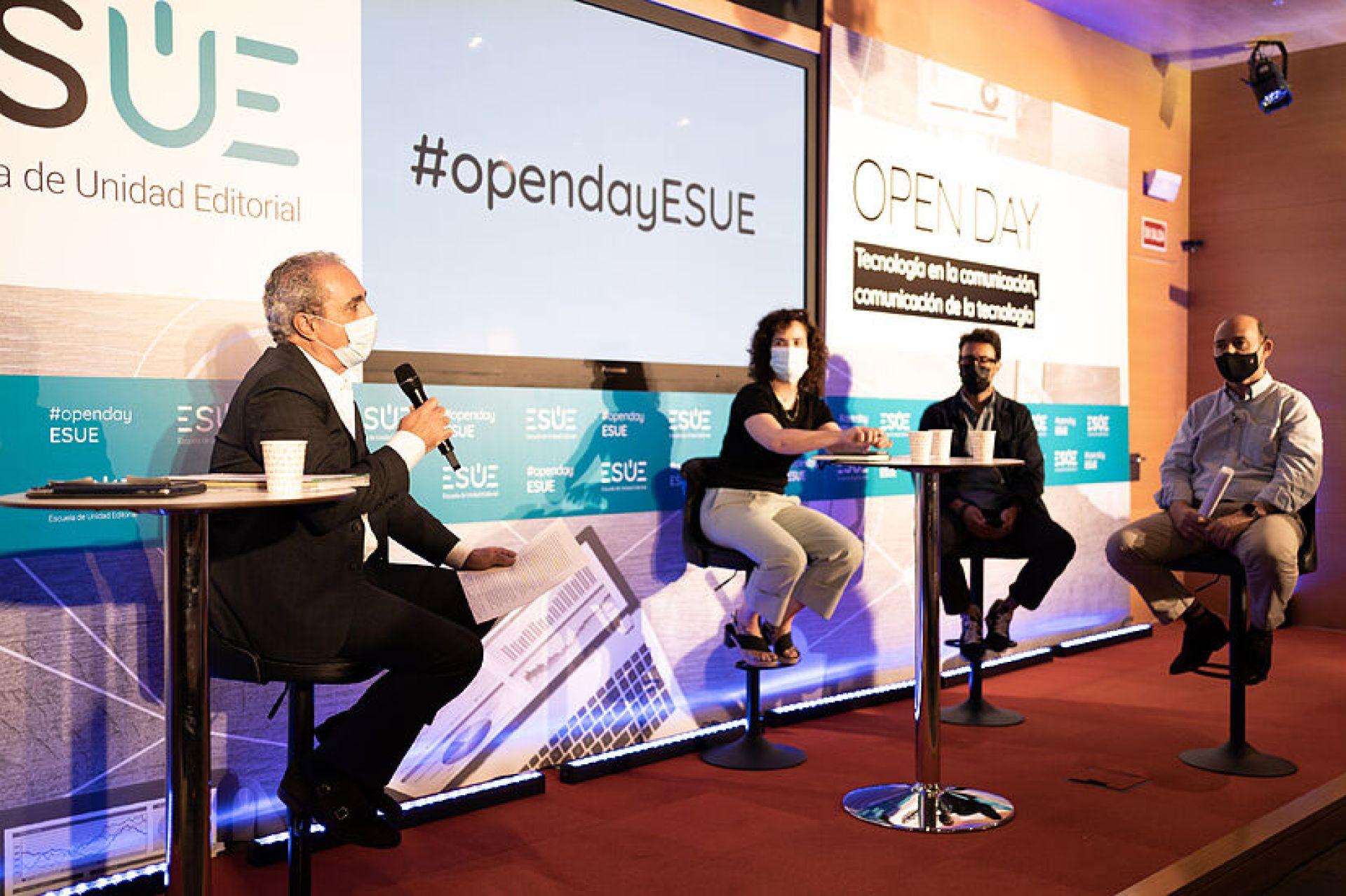 De izquierda a derecha: Rafael Moyano, director académico de ESUE;...