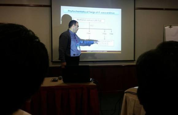 باحث من كلية الصيدلة يشارك في مؤتمر (جامعة التكنولوجيا) الماليزية