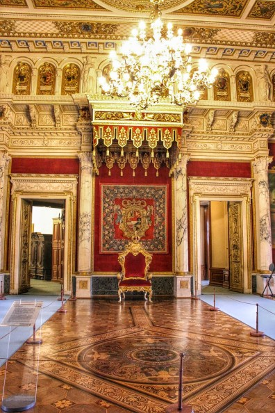 An actual throne room. Throne included.