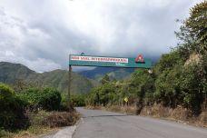 ...die Gefahr durch den Vulkan ist allerdings real und Baños muss regelmässig evakuiert werden. Deshalb sind die Fluchtrouten auf den Strassen gut angeschrieben.