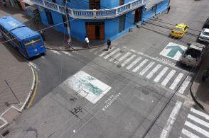 Bodenmarkierungen zur Evakuierung von Baños