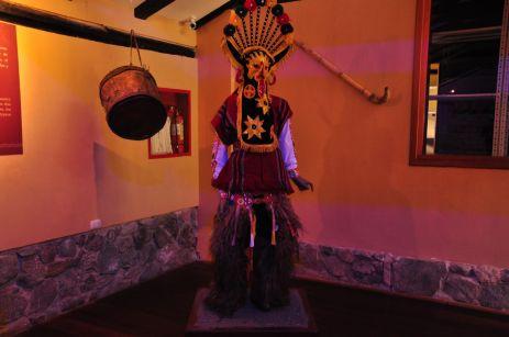 Traditionelles Festkostüm der Cañari-Nachkommen