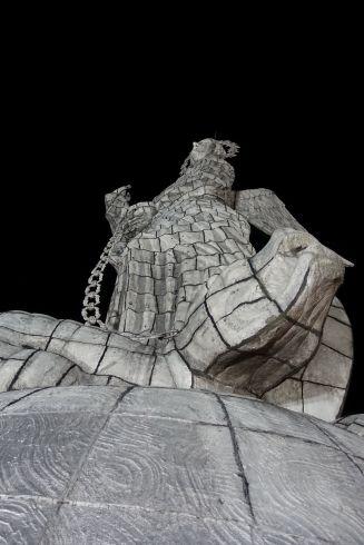 Virgen de Quito mit zweideutiger Handpose