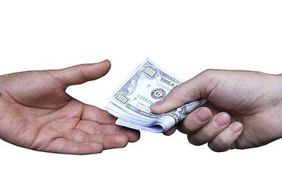 «Всегда пугает, когда благотворительностью занимаются нищие»