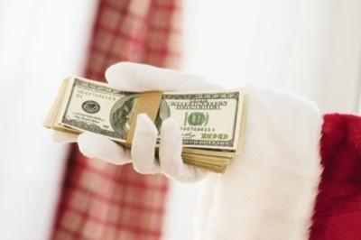 Тайный Санта сорит деньгами