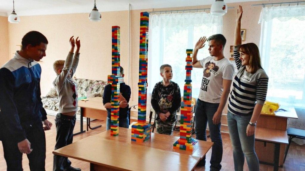 Быть взрослым: 5 советов волонтерам, которые едут в детский дом
