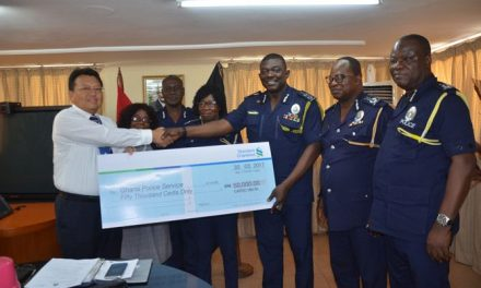 Association of Chinese Societies donates to Police