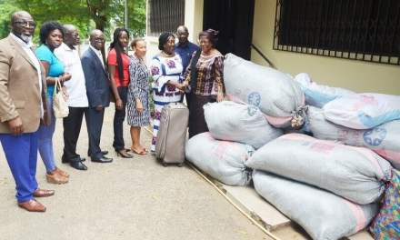 Former Ghana envoys donate to Sierra Leone flood victims