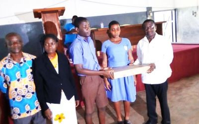 Asona Abusua UK gives to Akropong School for the Blind