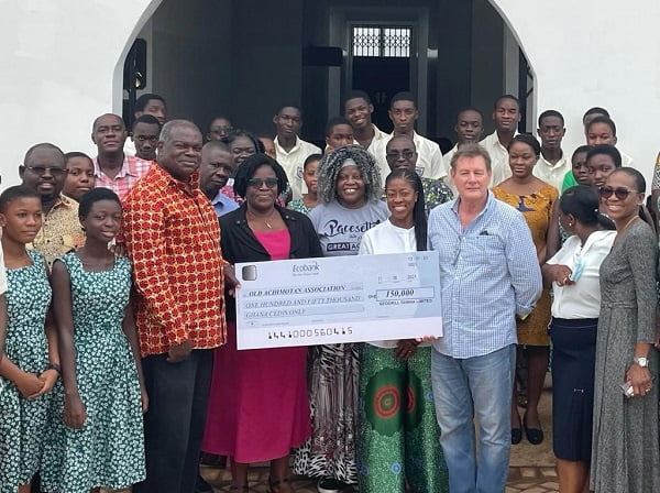 Geodrill gives GHS150,000 for purchase of equipment for Achimota School lab Science lab