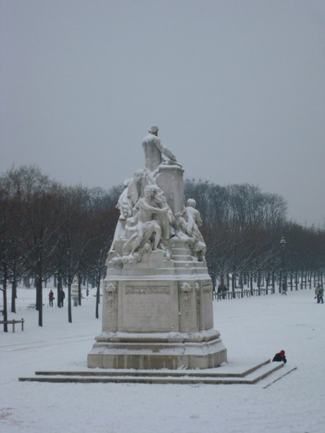 Paris snow in the park