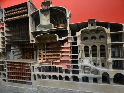 Model Paris Opera
