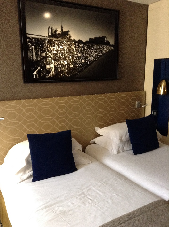 Twin Bed Hotel Room: Three Affordable And Stylish