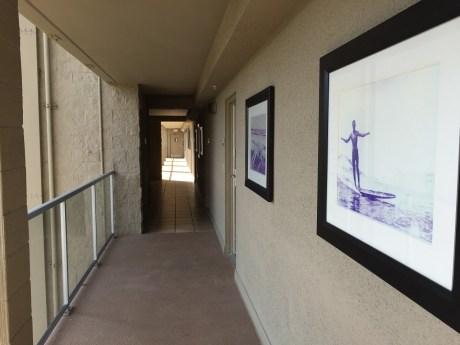 Hotel La Jolla outdoor hallway
