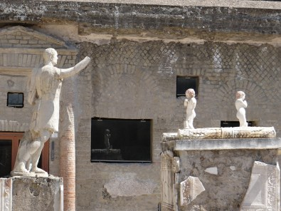 Herculaneum statues